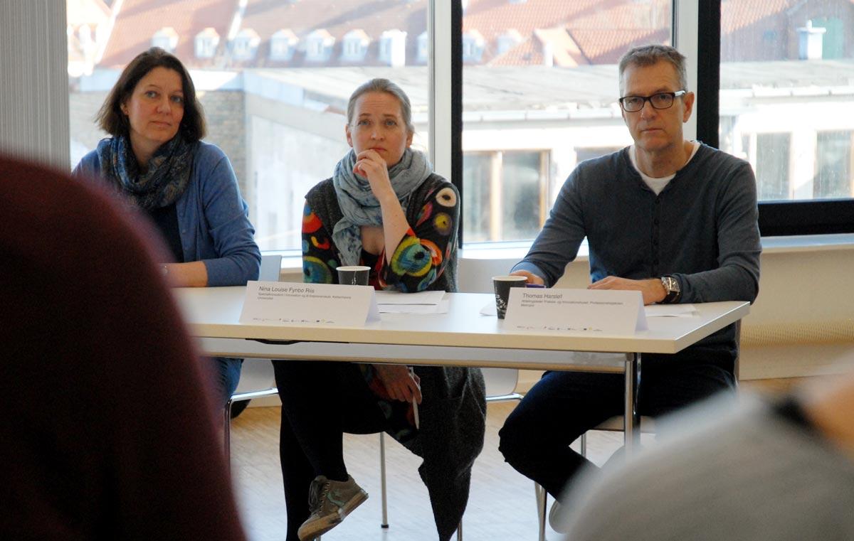 Panel bedømmer de studerendes løsninger