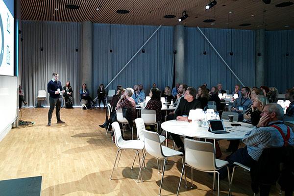 NoviPel præsenterer deres produkt VisU Pro til konference
