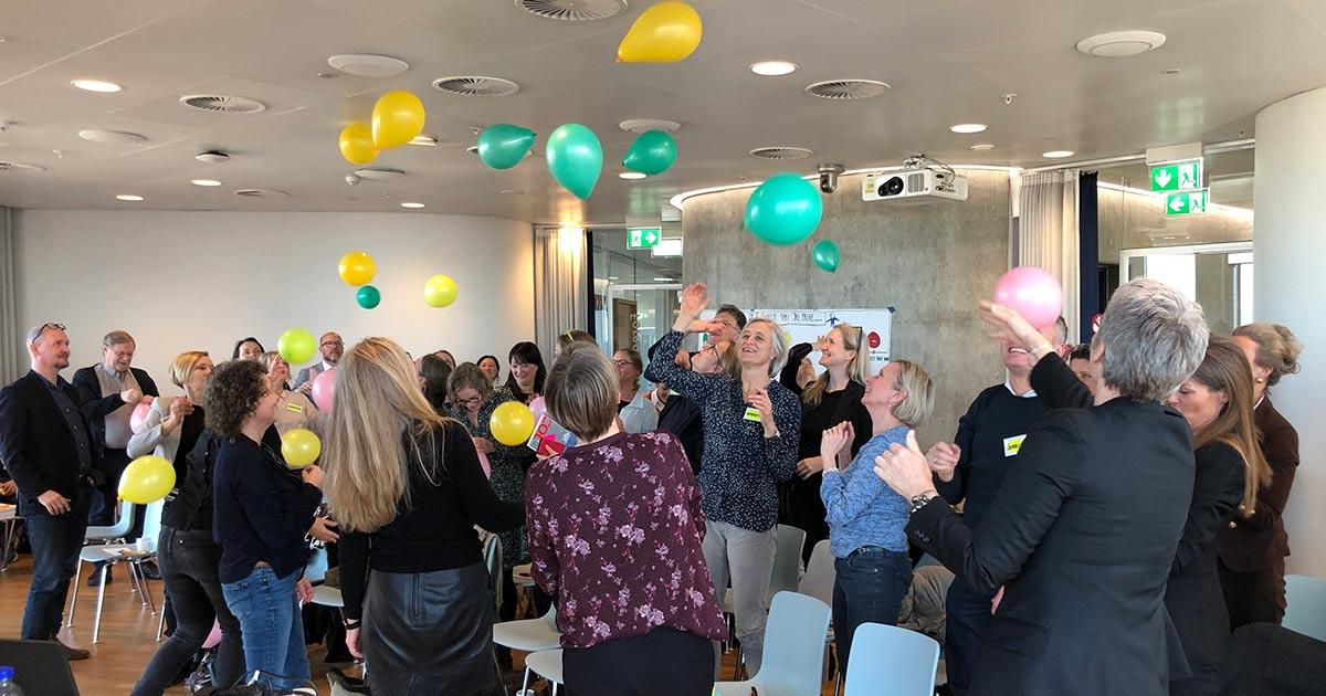 Netværk for Sundhedsprofessionelle og Undervisere leger med balloner